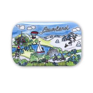 Liebevoll illustriert findet man ein Stück Sauerland nun auch am Kühlschrank.