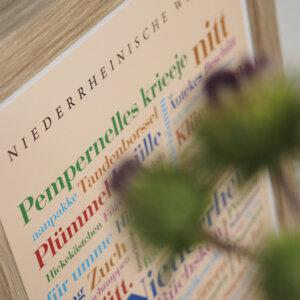 Poster mit Niederrhein Dialekt.
