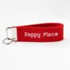 Ein liebevoll bestickter Schlüsselanhänger für deinen Happy Place.